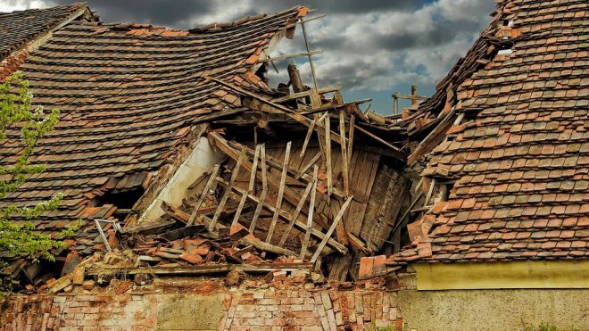 How To Handle A Roof Emergency No Matter When It Occurs